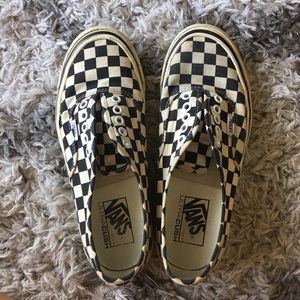 Checkered Vans WO laces